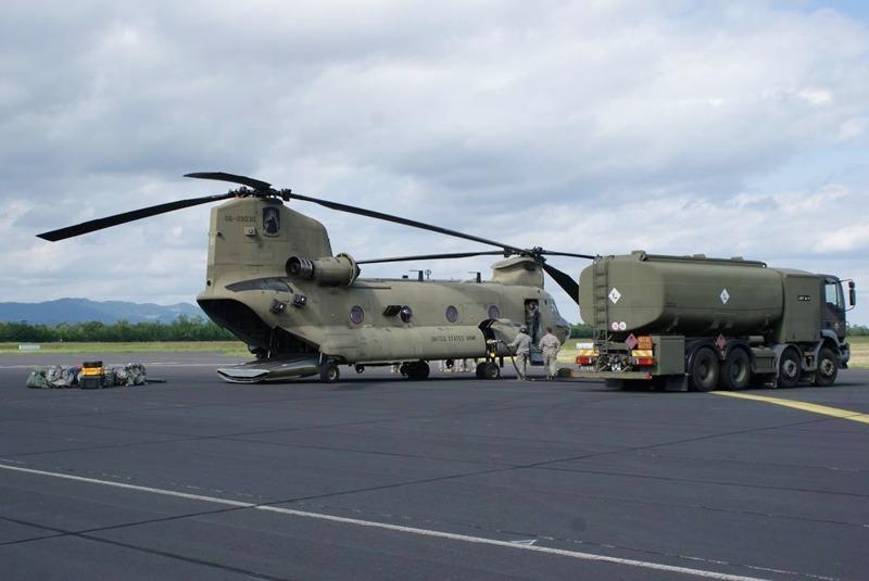 Dieser Boeing CH-47F Chinook flog Support für das US Kontingent © Slow. Streitkräfte