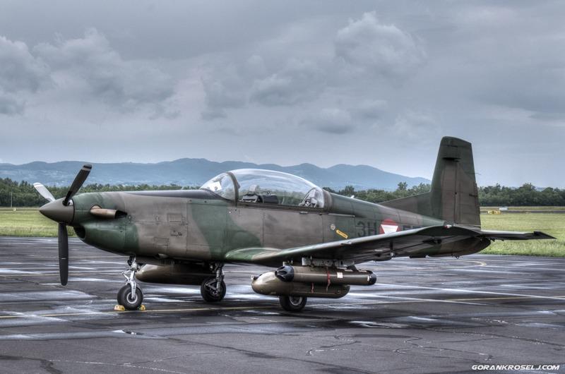 Bewaffnete Pilatus PC-7 Turbo Trainer des Bundesheeres © Goran Kroselj