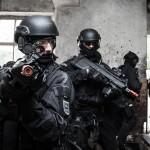 Slowenische Militärpolizei beim Zugriff © Goran Kroselj