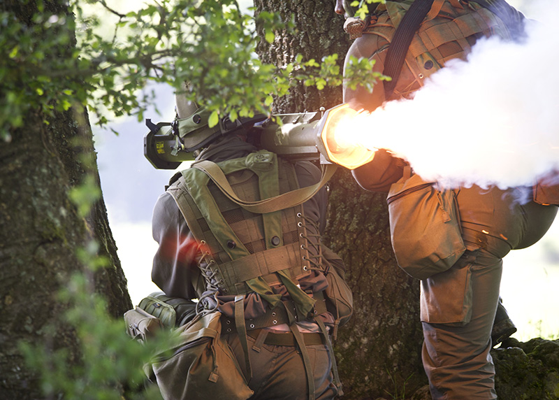 Soldat des JgB25 feuert mit einer AT-4 Panzerabwehrwaffe © US Army JMTC
