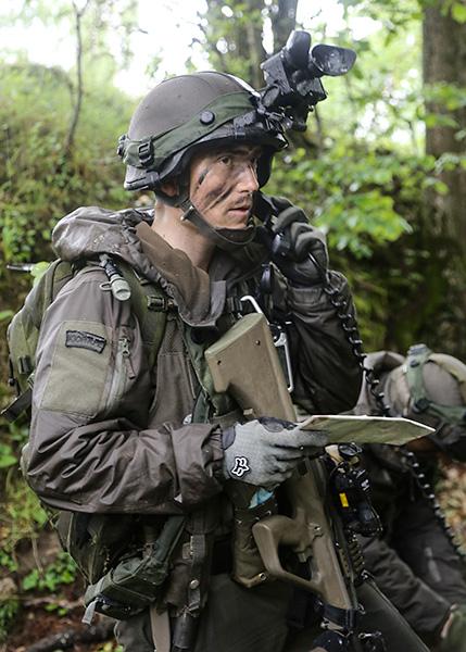 Soldat des JgB25 am Funk © US Army JMTC