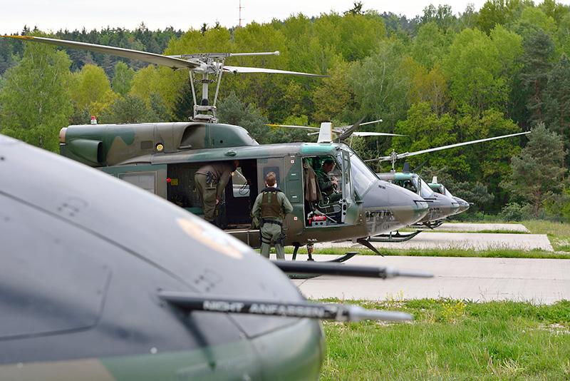 Bundesheer-Flightline - die vier Agusta Bell AB-212 in Hohenfels © 2.l. THSSTA