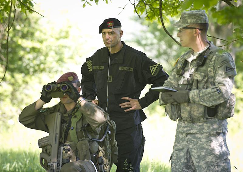 Ausbildner und Schiedsrichter des JMTC beobachten die Aktionen des JgB25 © US Army JMTC