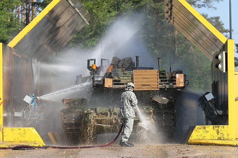 M1A2 Abrams SEPv2 in der Waschstraße © US Army - 1/1 CD