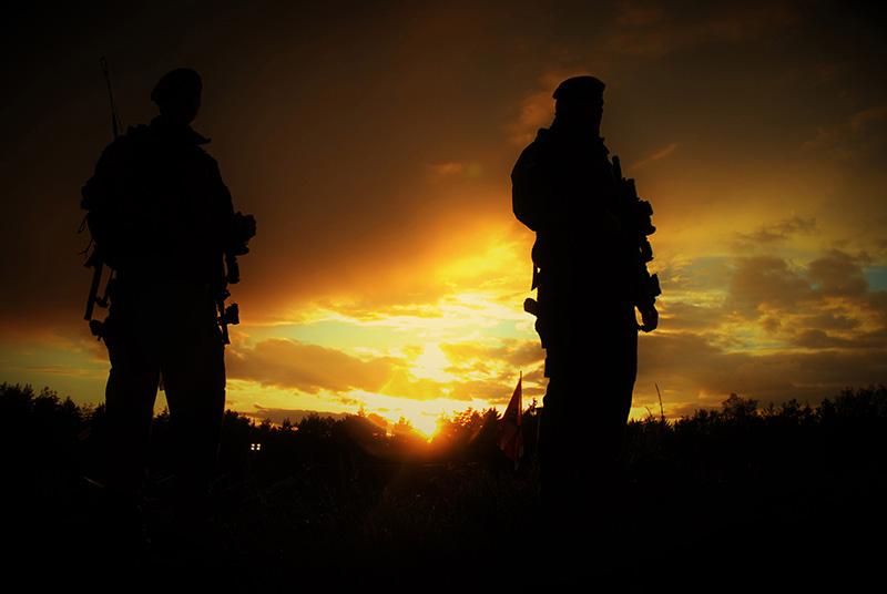 Soldaten des JgB25 beim Sonnenuntergang © Seibert / bundesheer.at