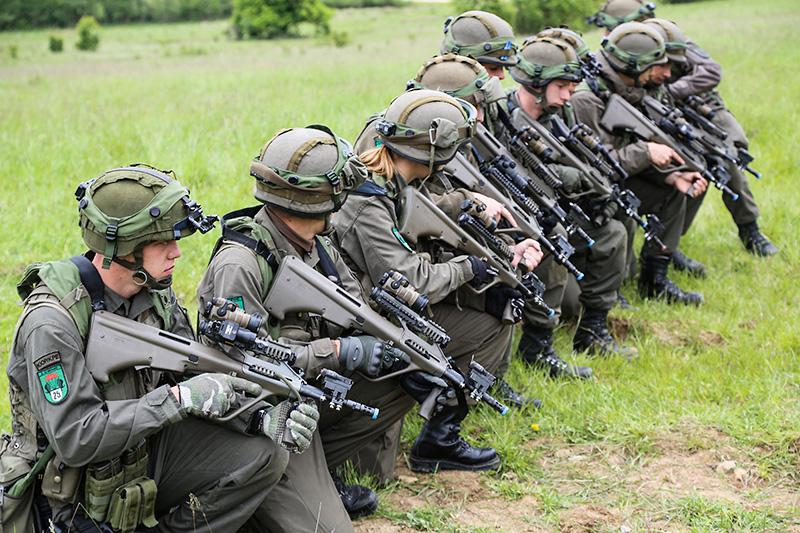 Nach dem Absitzen © US Army