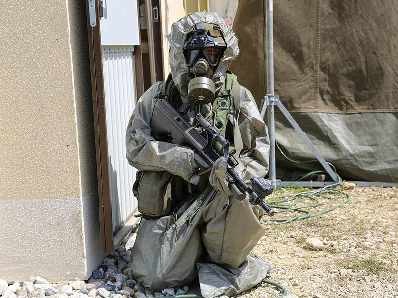 Österreicher im ABC Schutzanzug © US Army