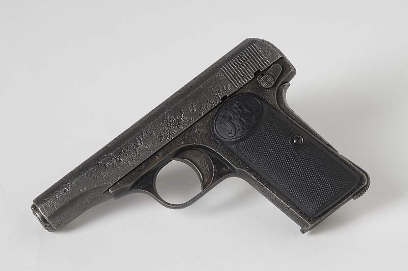 Die Tatwaffe Pistole 9 mm FN Browning Modell 1910 - Seriennummer 19074 © HGM