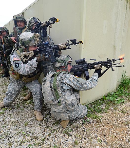 Albanische und US-amerikanische Soldaten © US Army JMTC