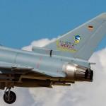 Man beachte die weltmeisterliche Sondermarkierung am deutschen Jet © Onnis Gian Luca