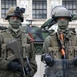 Soldaten des Panzergrenadierbataillons 13 - links mit Nachtsichtbrille Lucie, rechts mit CRC Ausrüstung