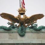 Doppeladler am Dach der Nationalbibliothek