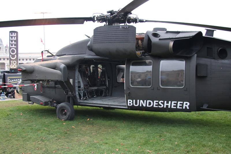 Sikorsky S-70A-42 Black Hawk mit der Kennung 6M-BG
