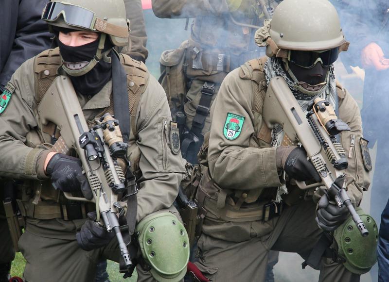 Soldaten des Jägerbataillons 25 mit dem StG-77 A2 Kommando