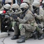 Die Terroristen werden aufgefordert, sich zu ergeben