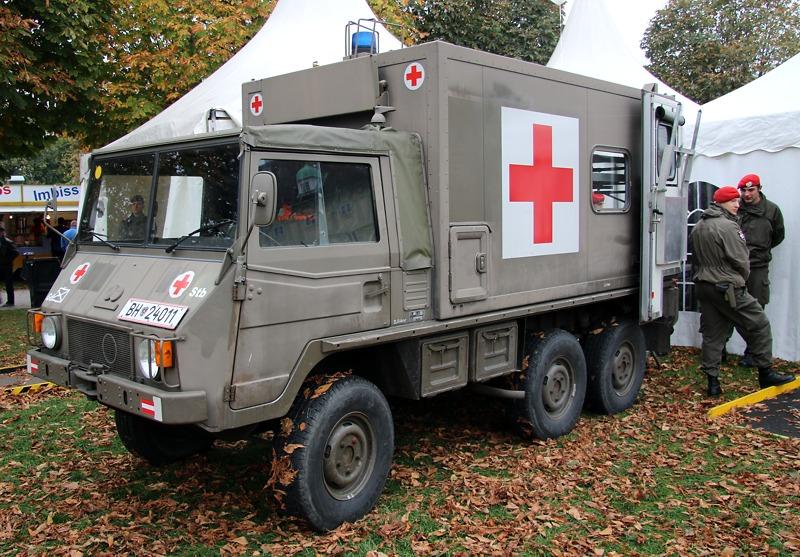 Sanitätsfahrzeug Pinzgauer 712 SAN