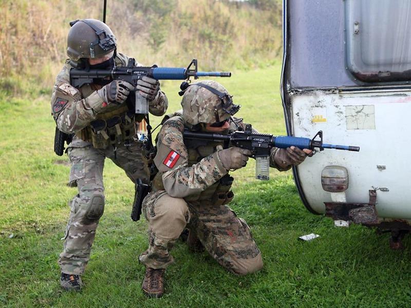 Jagdkommando-Soldaten am Medientag mit dänischen Übungswaffen © Bundesheer