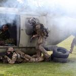 """""""Black Hawk Down"""" - Trainiert wurde die Personenbergung nach einem Hubschrauberabsturz © FLVFOT"""