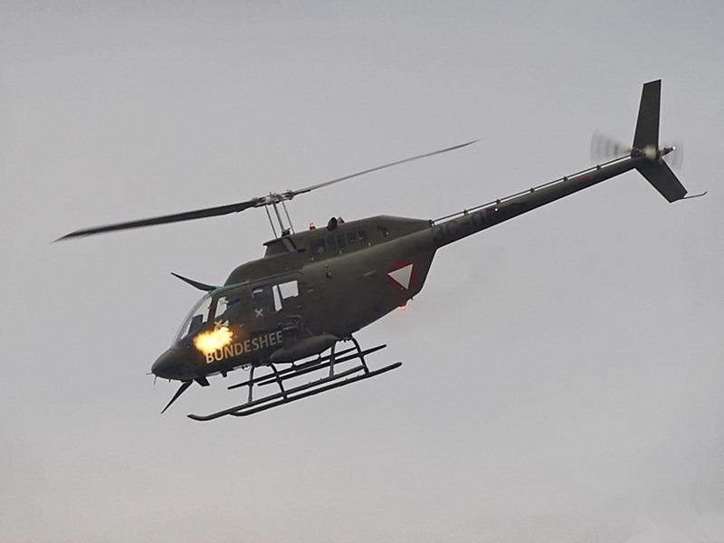 Bell OH-58B Kiowa beim scharfen Schuss © FLVFOT