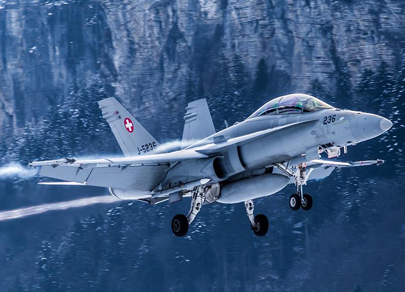 McDonnell Douglas F/A-18D Hornet Doppelsitzer J-5236 mit AIM-120 AMRAAM Lenkwaffen © Ralf Maurer