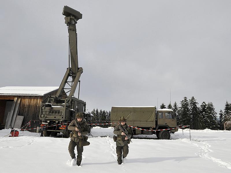 Aufklärungs- und Zielzuweisungsradargerät (AZR) vom Typ Thomson RAC3D Flamingo © Bundesheer