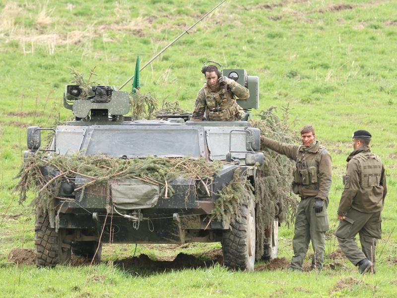 (Un-)auffällig niedrige Silhouette des Fennek der Bundeswehr © Doppeladler.com