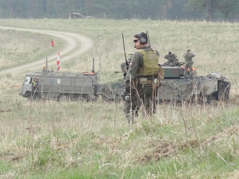 Mitglied des Joint Fire Support Team (JFST) zur Koordination der Steilfeuer- und Luftunterstützung © Doppeladler.com