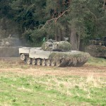 Kampfpanzer Leopard 2A4 stoßen vor © Doppeladler.com