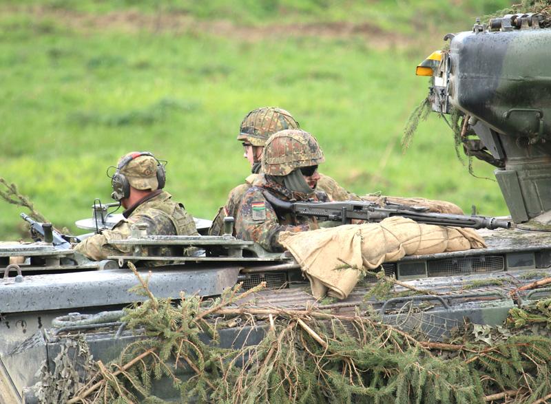 Deutsche Panzergrenadiere © Doppeladler.com