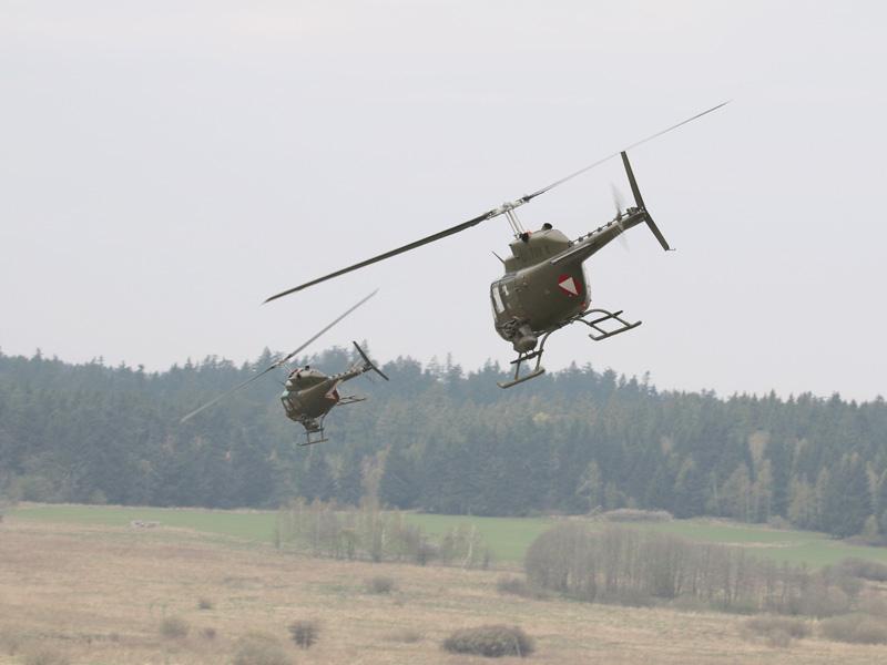 Kiowa-Rotte im Tiefflug © Doppeladler.com
