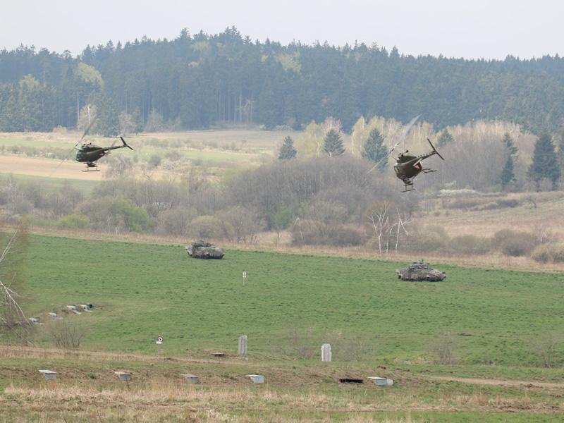 Luftunterstützung durch Bell OH-58B Kiowa © Doppeladler.com