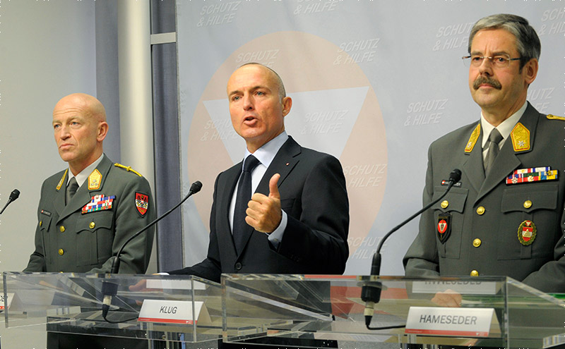PK vom 09.04.2015. V.l.n.r.: Generalleutnant Schmidseder, Verteidigungsminister Klug und Brigadier Hameseder © Bundesheer