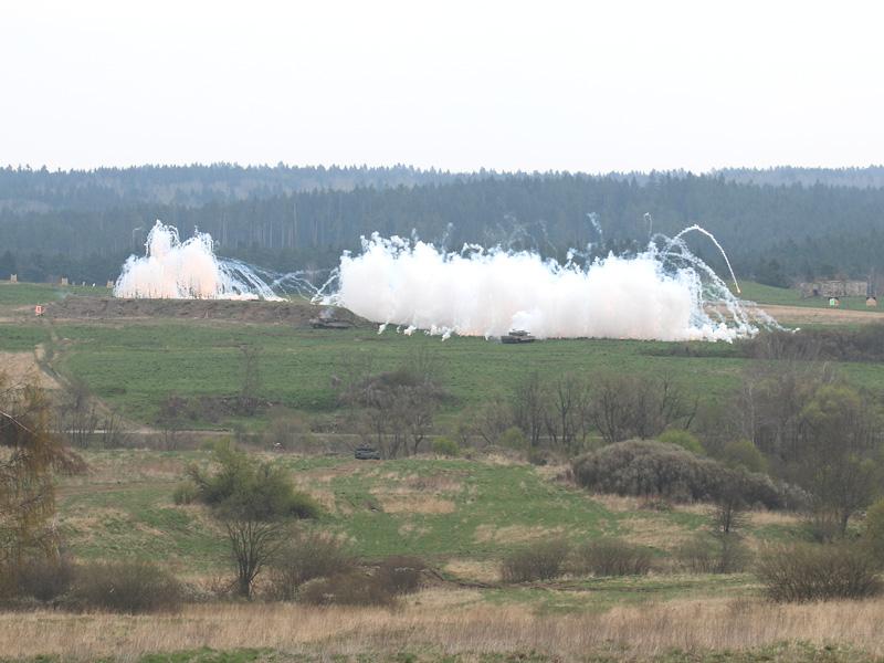 Die Kampfpanzer setzten sich im Schutze ihrer Nebelgranaten vom Gegner ab © Doppeladler.com