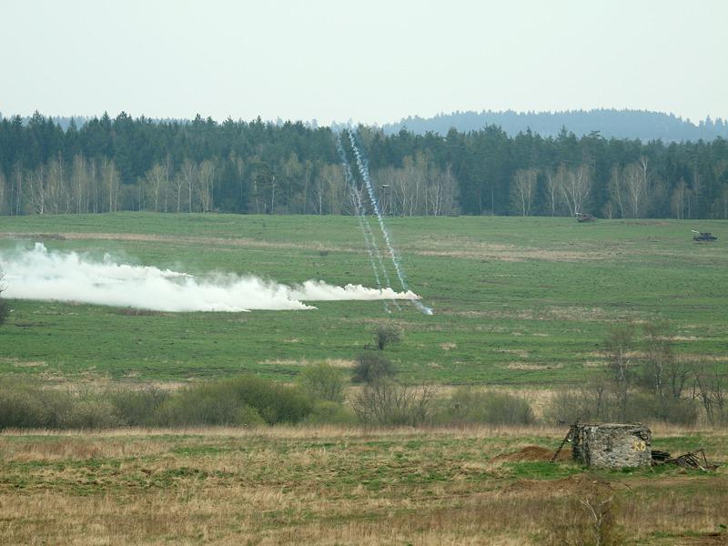 120 mm Rauchgranaten schlagen ein und erzeugen kurz darauf eine dichte Nebelwolke © Doppeladler.com