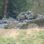 Schützenpanzer Ulan brechen aus dem Wald hervor © Doppeladler.com