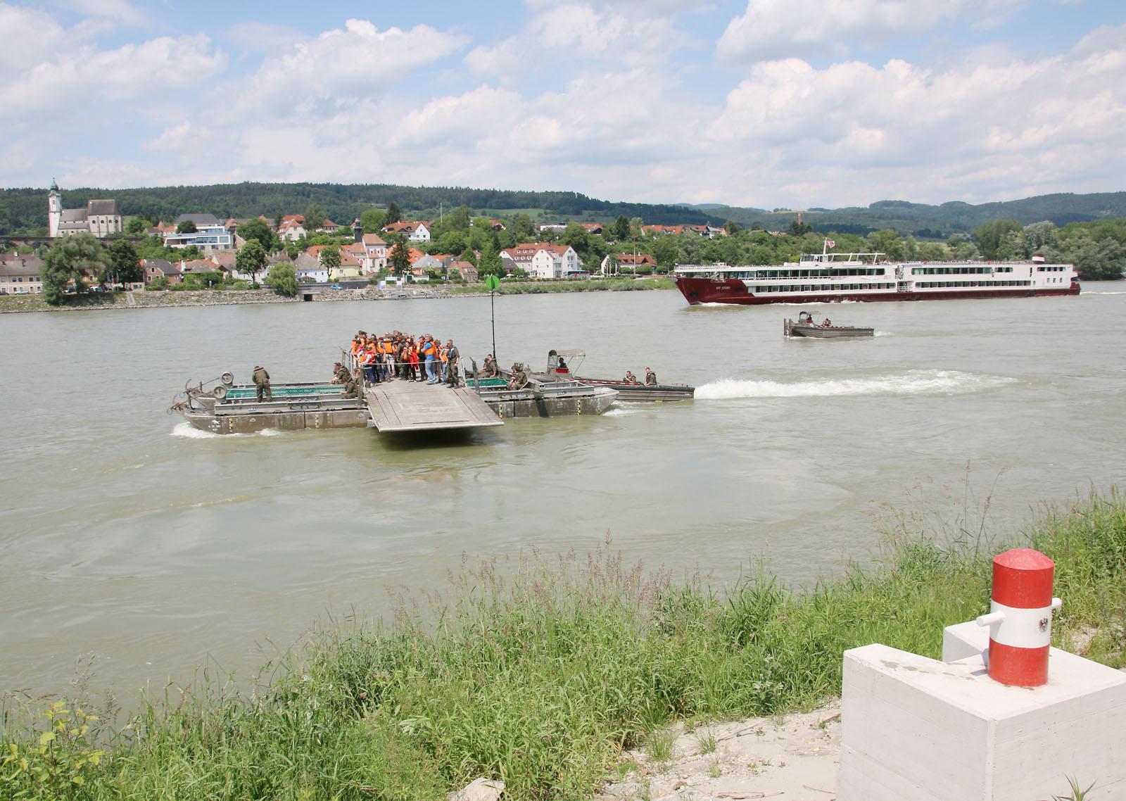 """""""Kreuzfahrt"""" mit der 25 t Fähre © Doppeladler.com"""