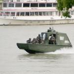 Die Arbeits- und Transportboote sind sehr wendig und erreichen 70 km/h © Doppeladler.com