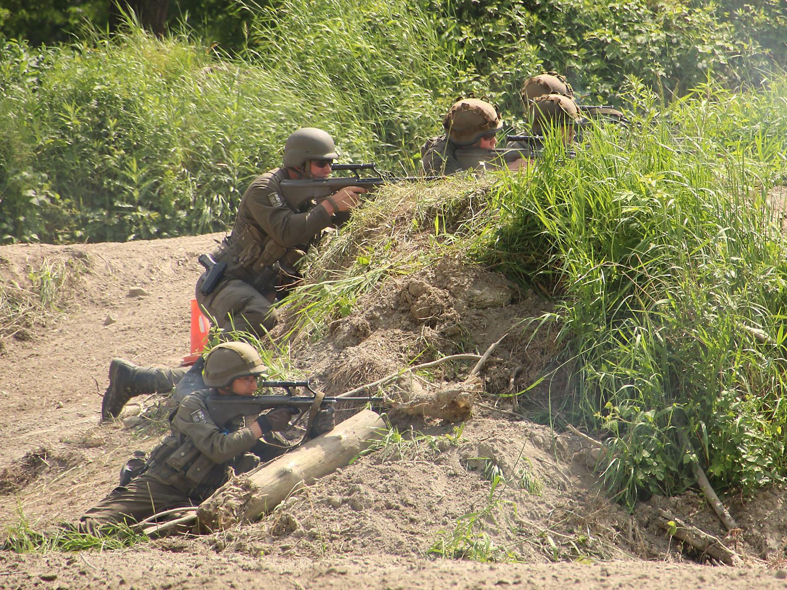 Infanterie im Feuerkampf © Doppeladler.com