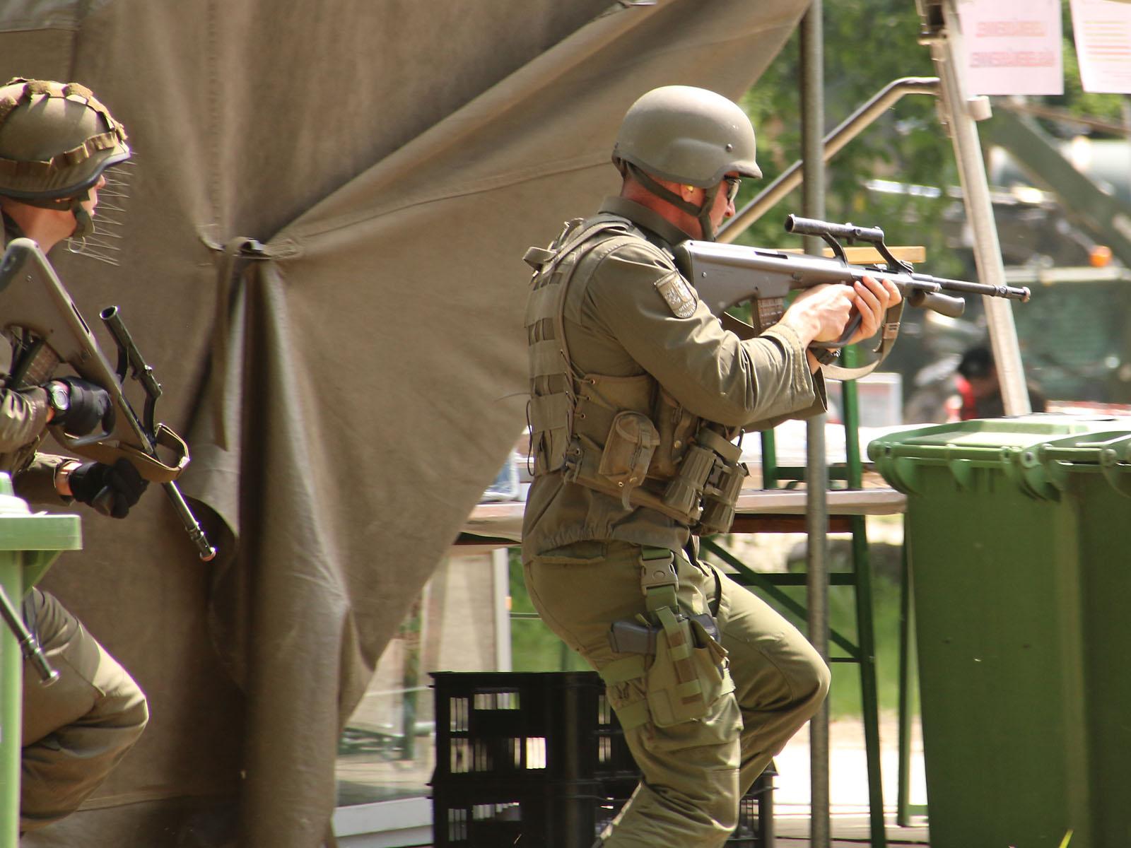 Die Infanterie rück weiter vor und wird beschossen © Doppeladler.com