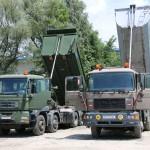 Links: MAN TGS 41.480 8x8 mit Kipperaufbau; rechts: MAN 33.403 6x6 Silent mit Kipper-Anhänger © Doppeladler.com
