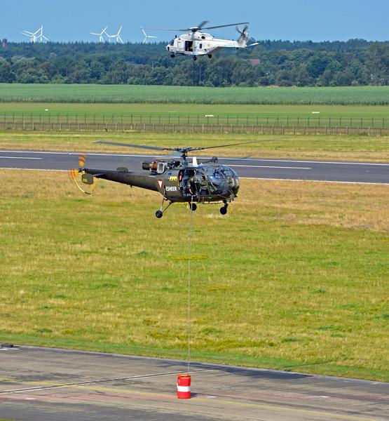 Alouette III mit Wasserkübel am 10 m Seil beim Handling-Wettbewerb © R. Busse MHDZ UH-1D