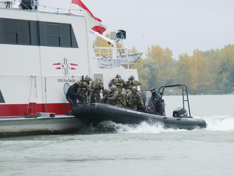 Mit dem Sillinger Proraid 765 landet die zweite Welle an © Doppeladler.com