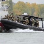 Die ersten Kommando-Trupps gehen an Bord © Doppeladler.com