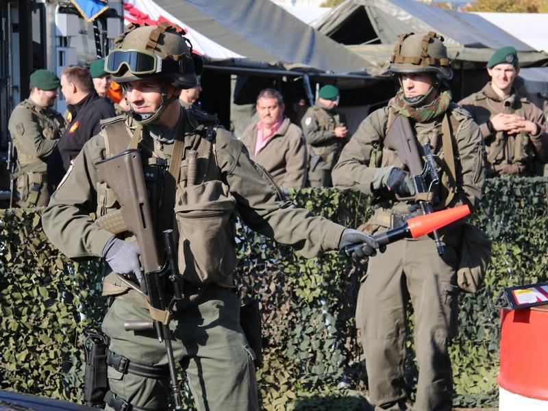 Milizsoldaten zeigen Checkpoint-Arbeit © Doppeladler.com