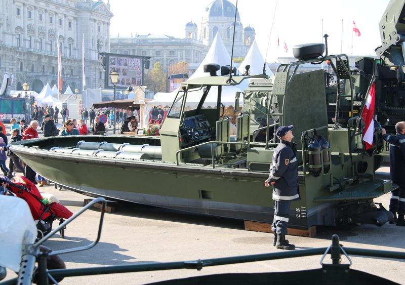 Das StuFBo ist eine Variante des Watercat M9 von Marine Alutech © Doppeladler.com