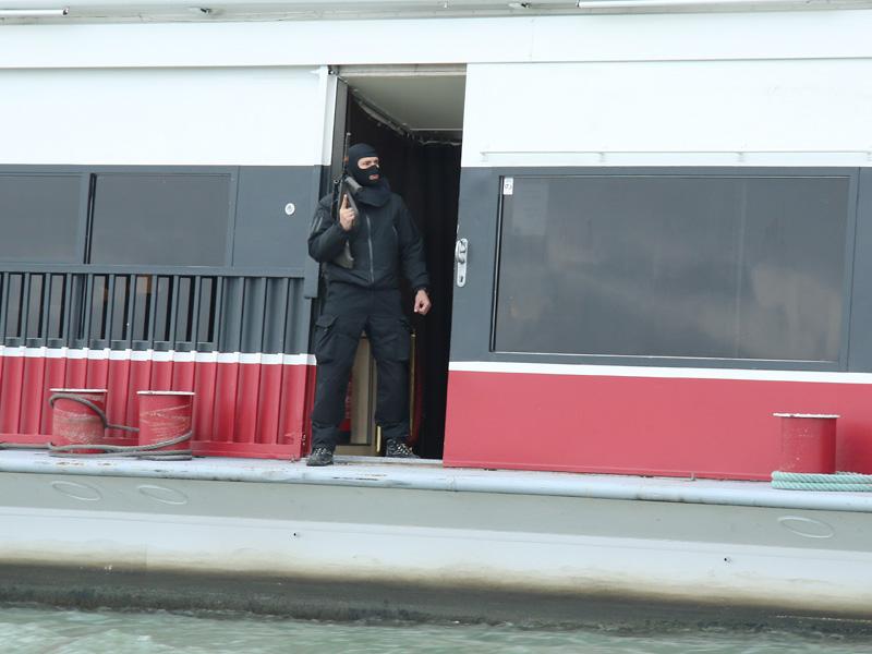 Terroristen haben das Kommando übernommen © Doppeladler.com