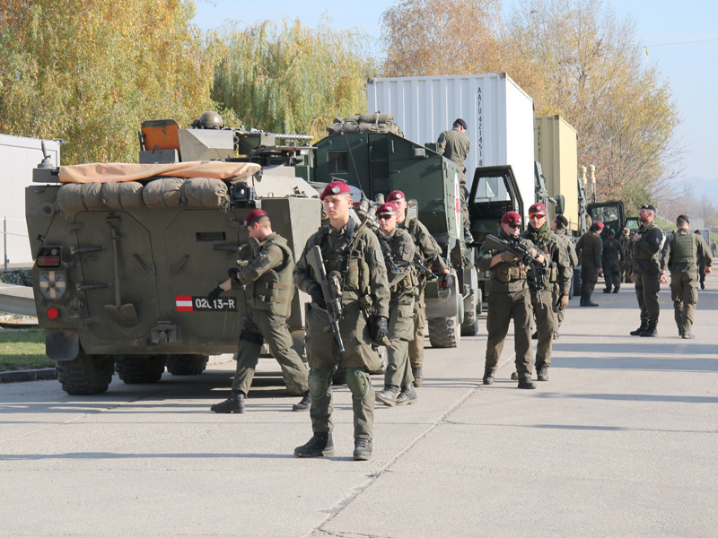 Versorgungskonvoi mit Sicherungselementen © Doppeladler.com