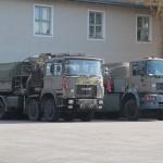 Links: Tankwagen ÖAF 26.343 FNA/BLL. Rechts: Geländegängiger Zugkraftwagen ÖAF 34.440 VFA © Doppeladler.com