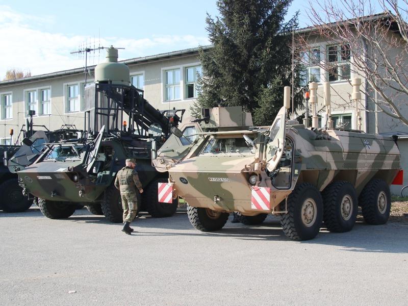 Links: TPz 1 Fuchs – EloKa KWS RMB. Rechts: TPz 1A8 Fuchs CG20+ © Doppeladler.com