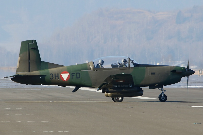 Pilatus PC-7 3H-FD © Werner P